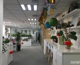 河西万达广场 集庆门地铁口 奥体商圈 紧邻金鹰 交通便利