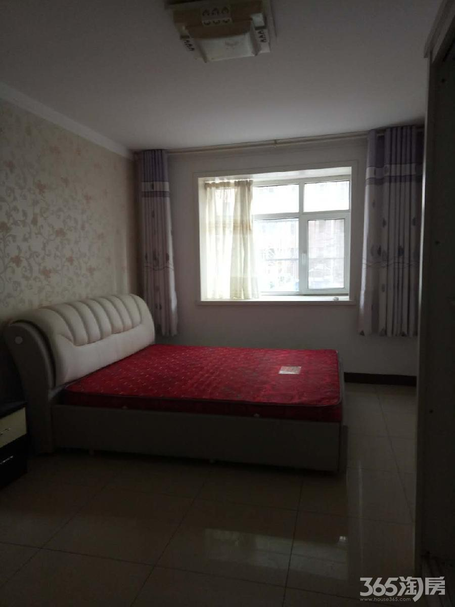 出售金卉小区三室两厅简单装修看房方便