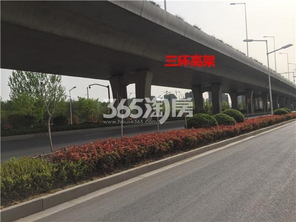 港利上城国际南侧的三环高架(4.18)