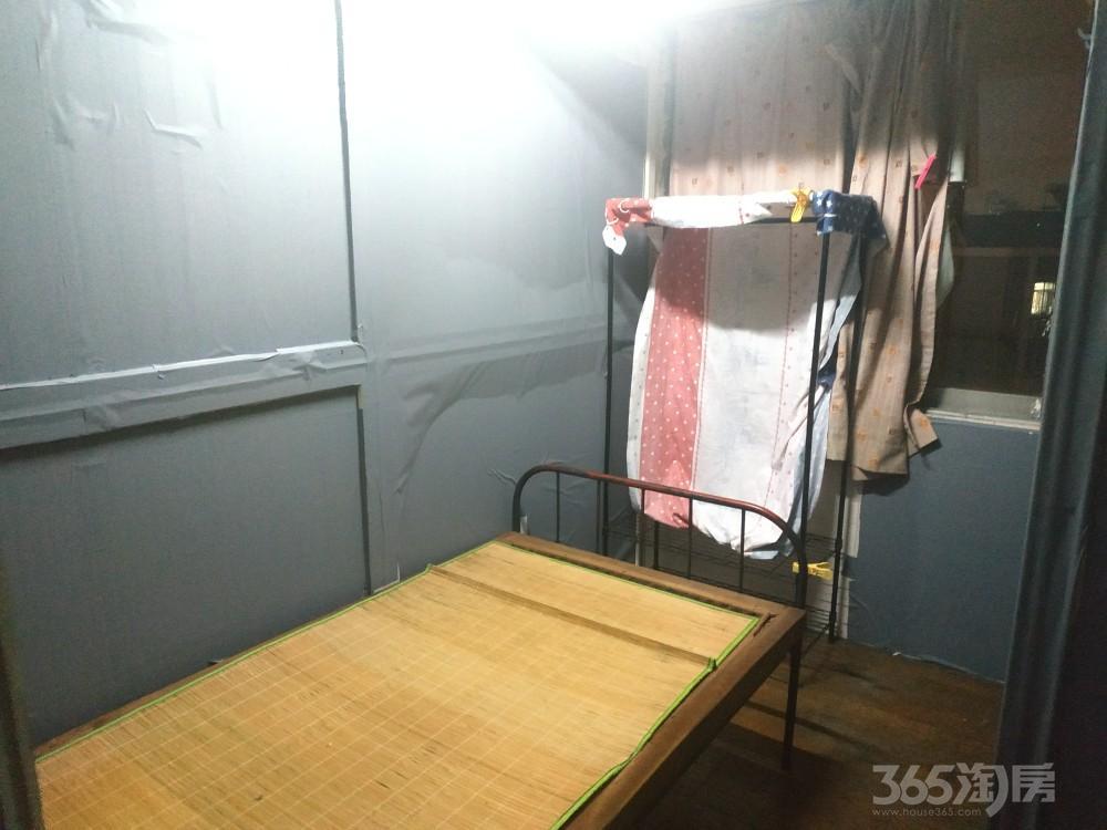 银通公寓3室2厅1卫8.00平米合租精装