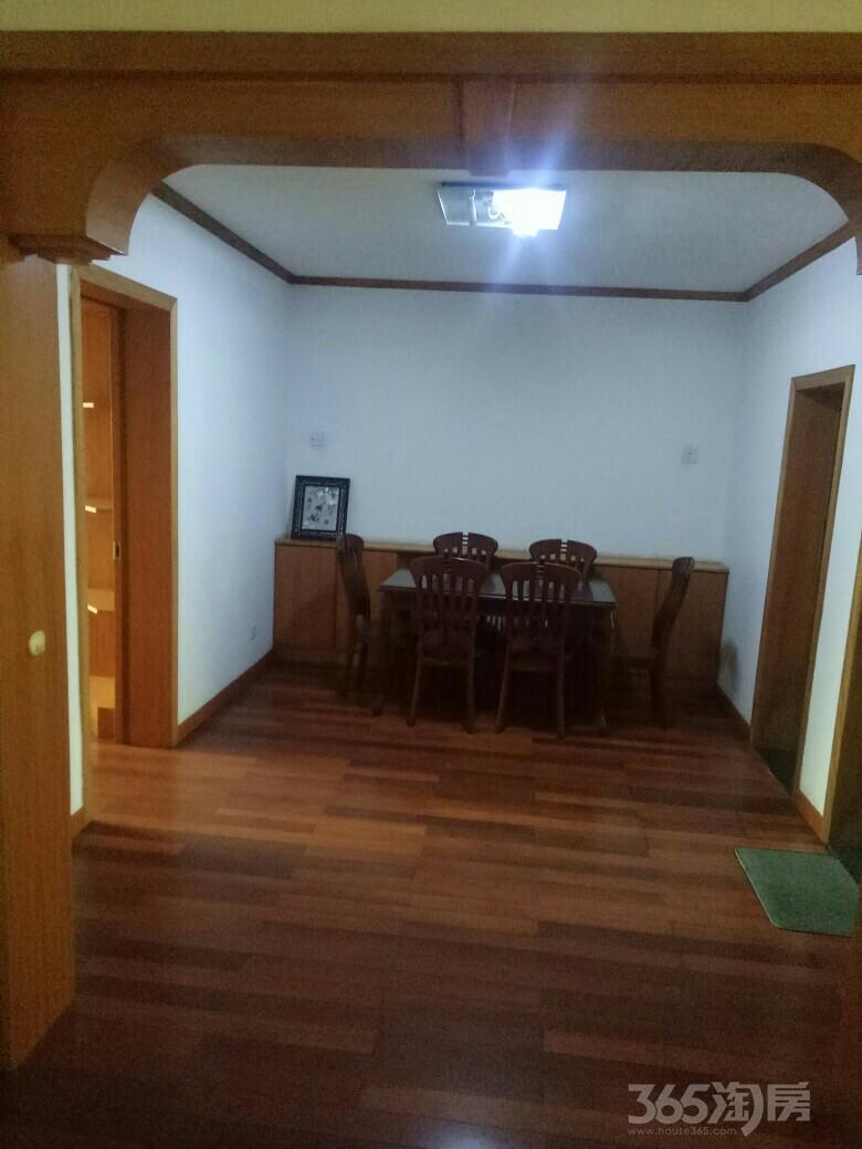 师大公寓3室2厅2卫134平米2010年产权房精装