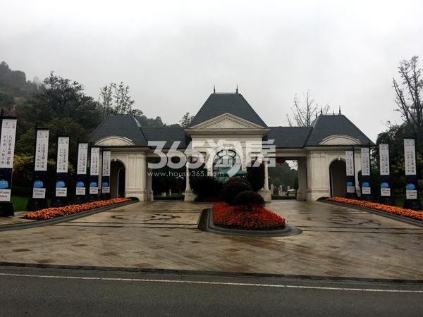 弘阳三万顷小别小区入口实景图(2017.11摄)