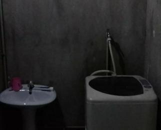卜家店铁六处小区1室2厅1卫87�O合租不限男女简装