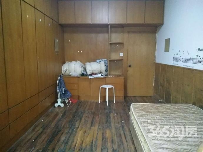 华侨公寓1312室2室1厅1卫65平方产权房简装