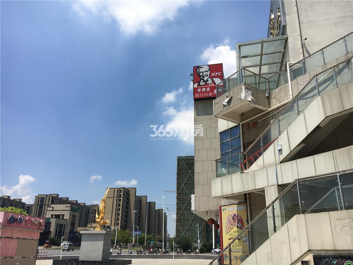 蓝天星港花园周边商业百利广场实景(9.11)