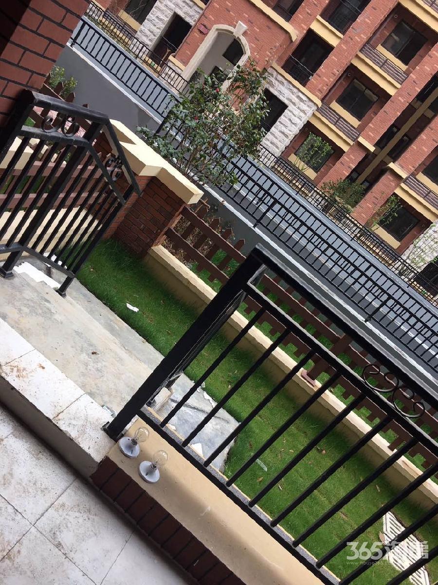 橡树城一楼带20平米花园2室2厅1卫85.57平方产权房简装