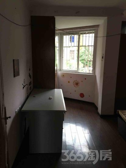 鲁港新镇2室1厅1卫90平米整租毛坯
