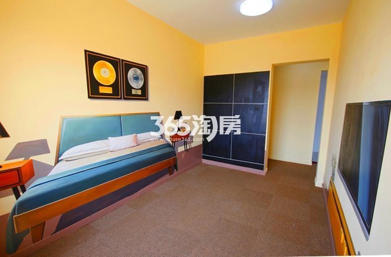 雅居乐国际花园B2户型110方样板房——卧室