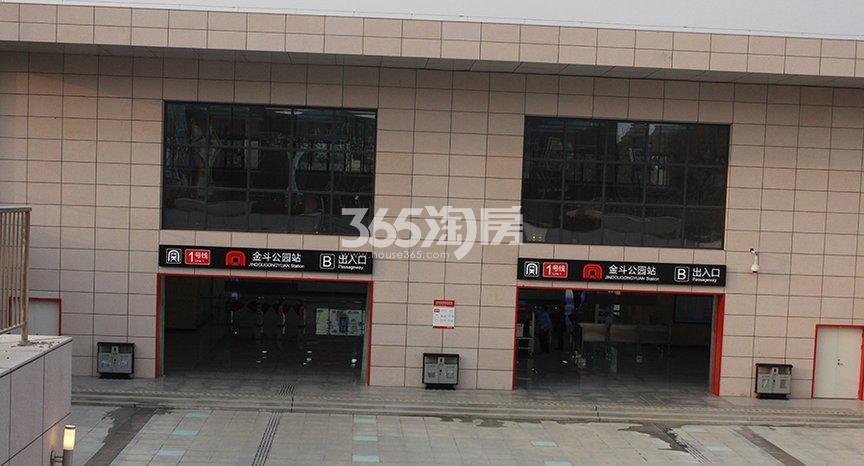 滨湖双玺地铁站实景图(2017.12.1)