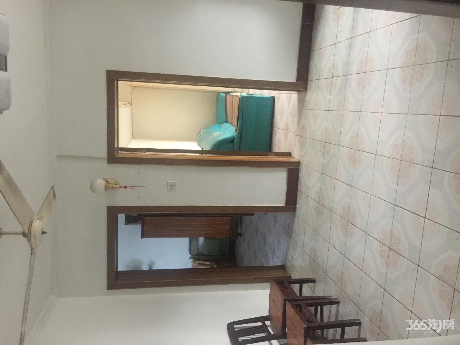 红旗三小教工楼2室1厅1卫65平方产权房简装