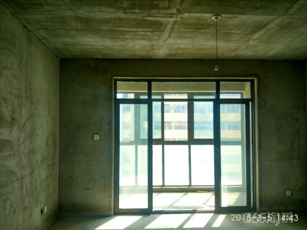 长江之星4室2厅2卫178.3平米2017年产权房毛坯