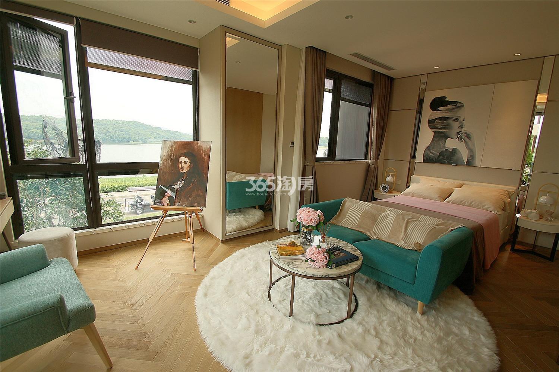 瑞安翠湖山双拼440㎡样板间卧室