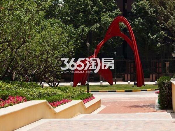 华远海蓝城小区实景小区红色标志(2017.08)