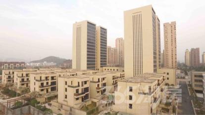 秀山湖壹号8室3厅4卫240平米毛坯产权房2011年建