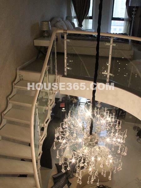 楼梯、客厅