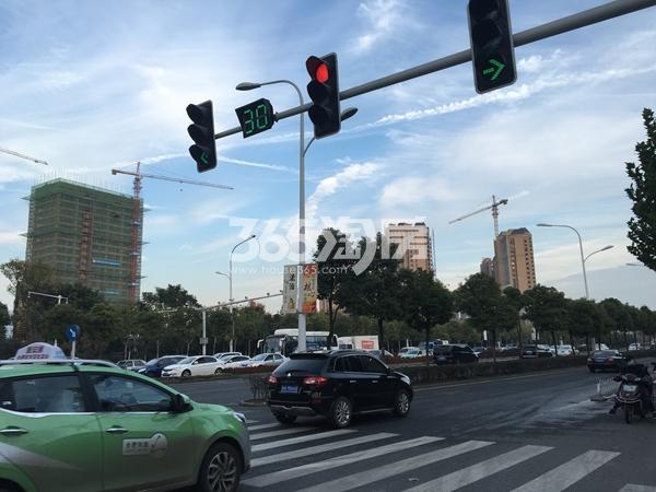 恒大水晶国际广场旁的龙川路实景(2017.12.1)