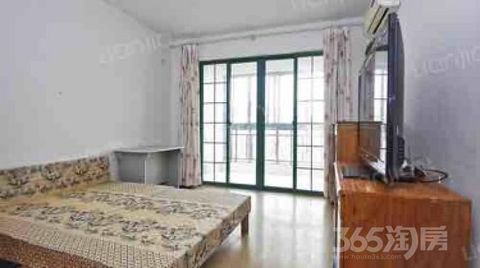 中洋现代城3室2厅1卫132.00�O2010年精装