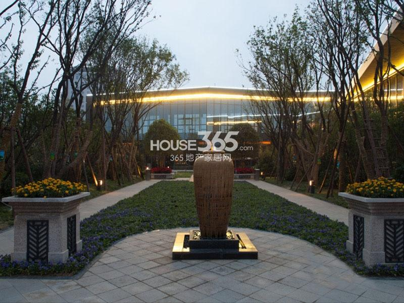 国润城销售中心实景图(2013年7月15日)