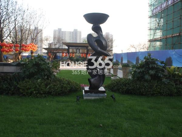 弘阳广场绿化段实景图