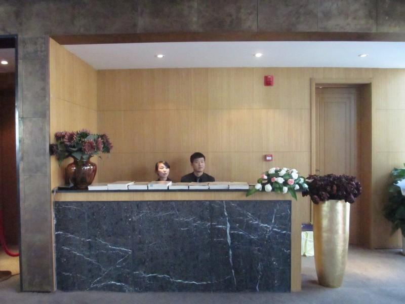 世园大公馆售楼处引导台实景图(20130829)