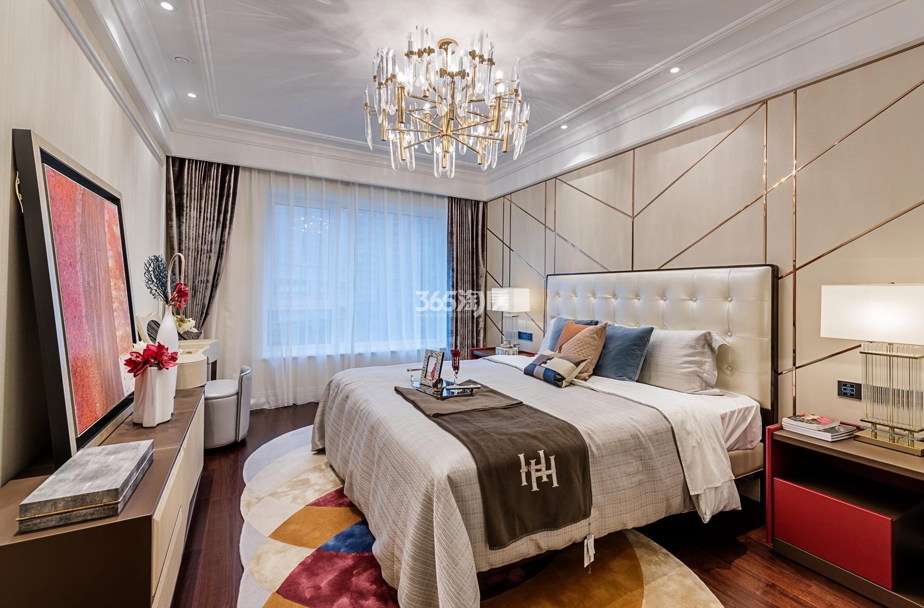 滨江保利翡翠海岸139方(B2户型)海派风格样板房---卧室