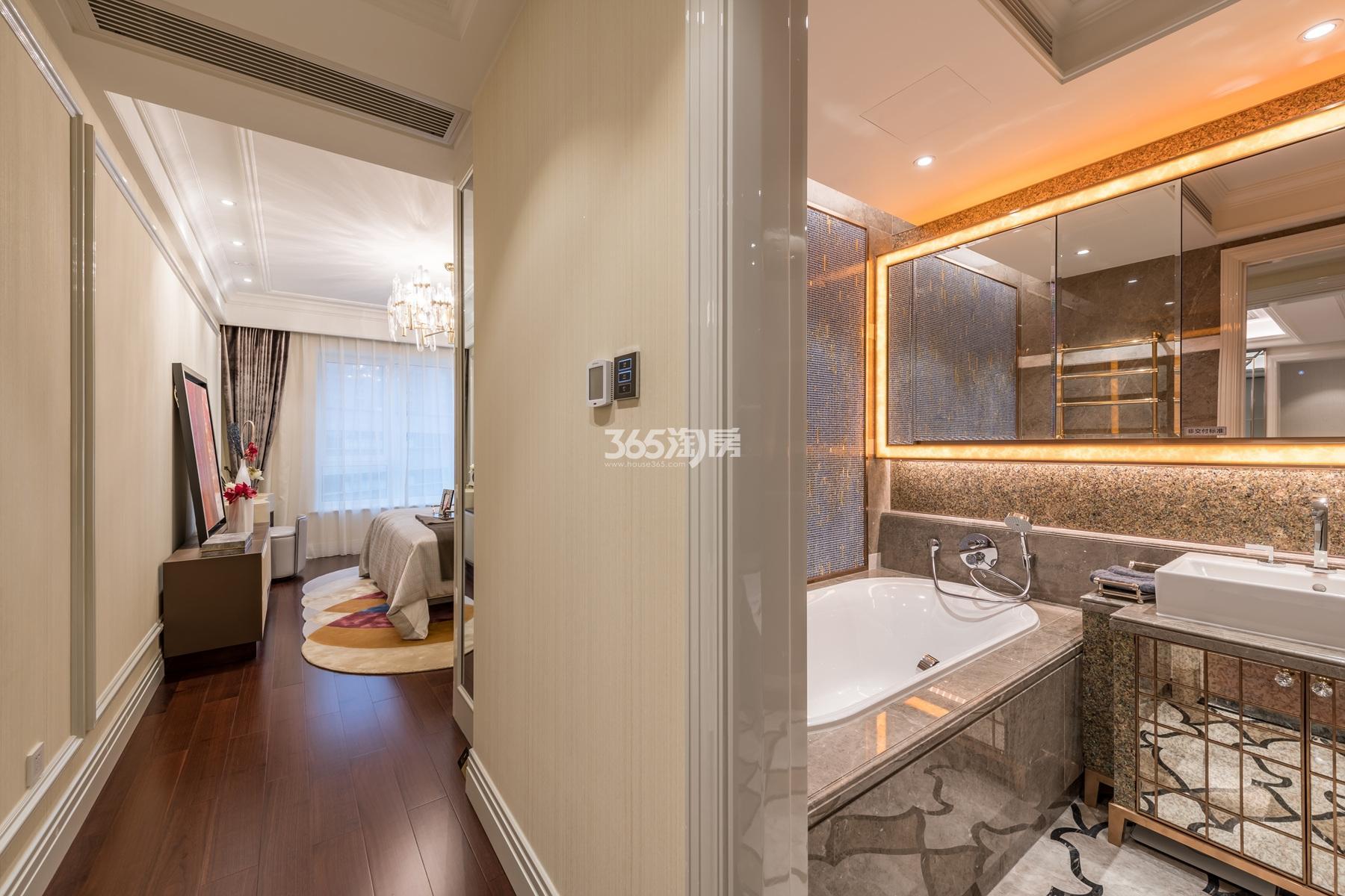 滨江保利翡翠海岸139方(B2户型)海派风格样板房---主卧、主卫