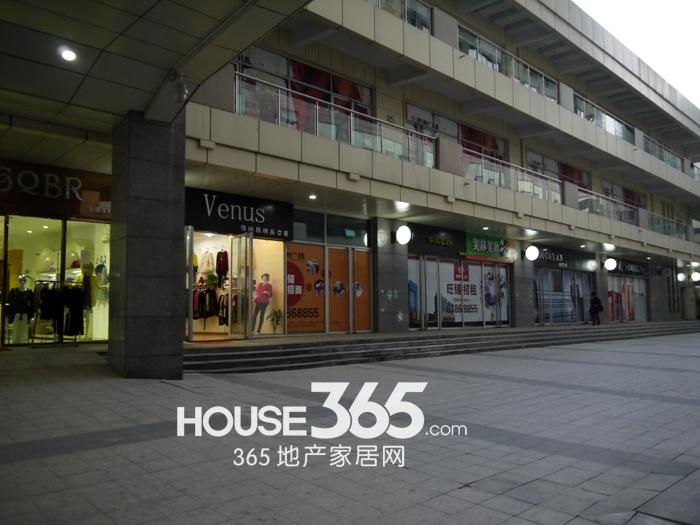 融科城周边配套商业(2012.11.15)