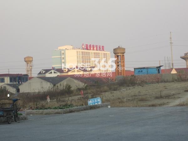 万科VC小镇500米左右瑞盛康复医院(2013.11.19)