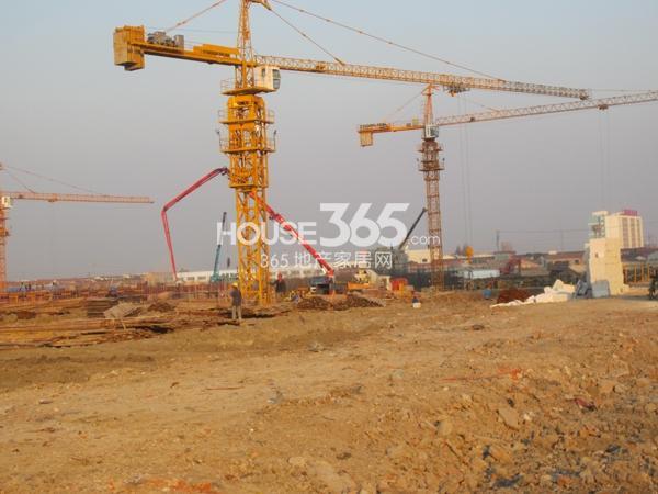 万科VC小镇正在打桩基阶段(2013.11.19)