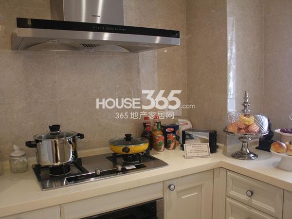 绿城玉兰广场诚园E1户型样板房实景图——厨房