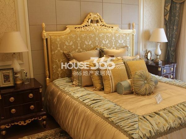 绿城玉兰广场诚园E1户型样板房实景图——卧室