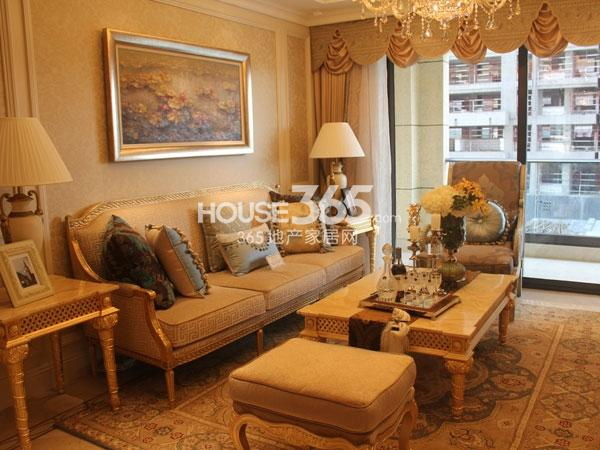 绿城玉兰广场诚园E1户型样板房实景图——客厅