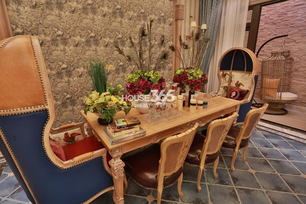 世茂石湖湾D户型样板间 餐厅