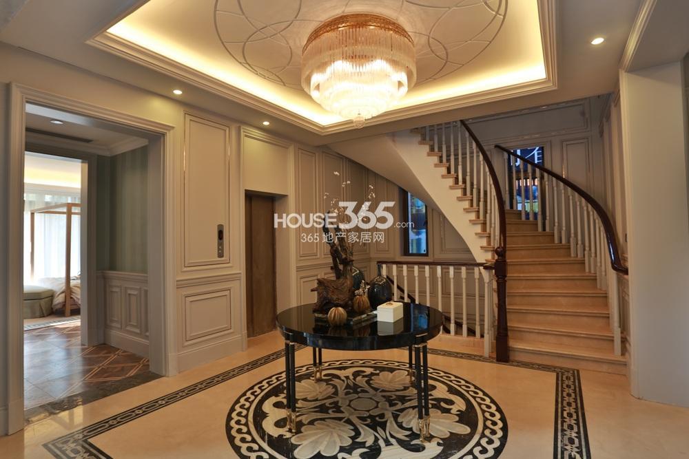 世茂石湖湾A户型 客厅楼梯