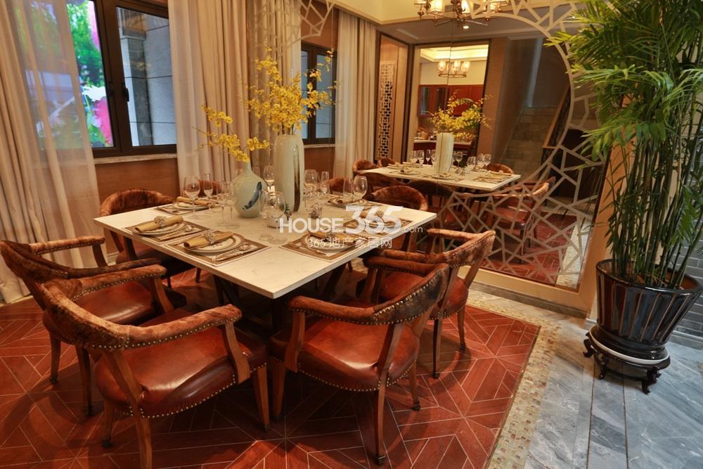 世茂石湖湾E户型样板间 餐厅