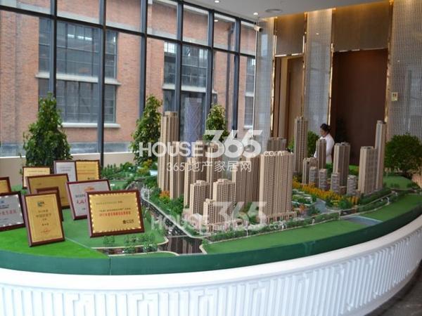 绿地西水东中央生活区新售楼处沙盘图(2014.2)