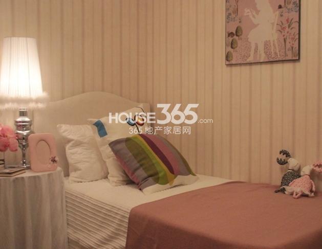 苏宁悦城C户型样板间卧室