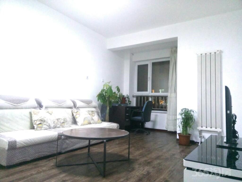 联发第五街3室2厅1卫105平米整租精装