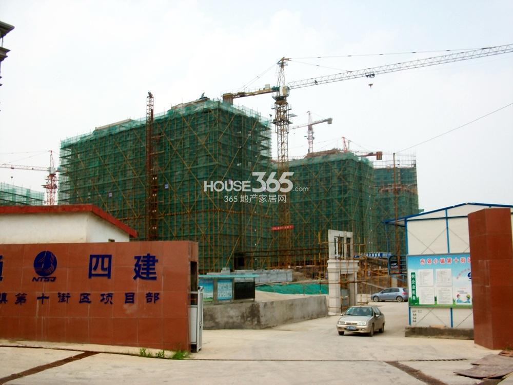 银亿东城十街区工地入口实景图(8.5)