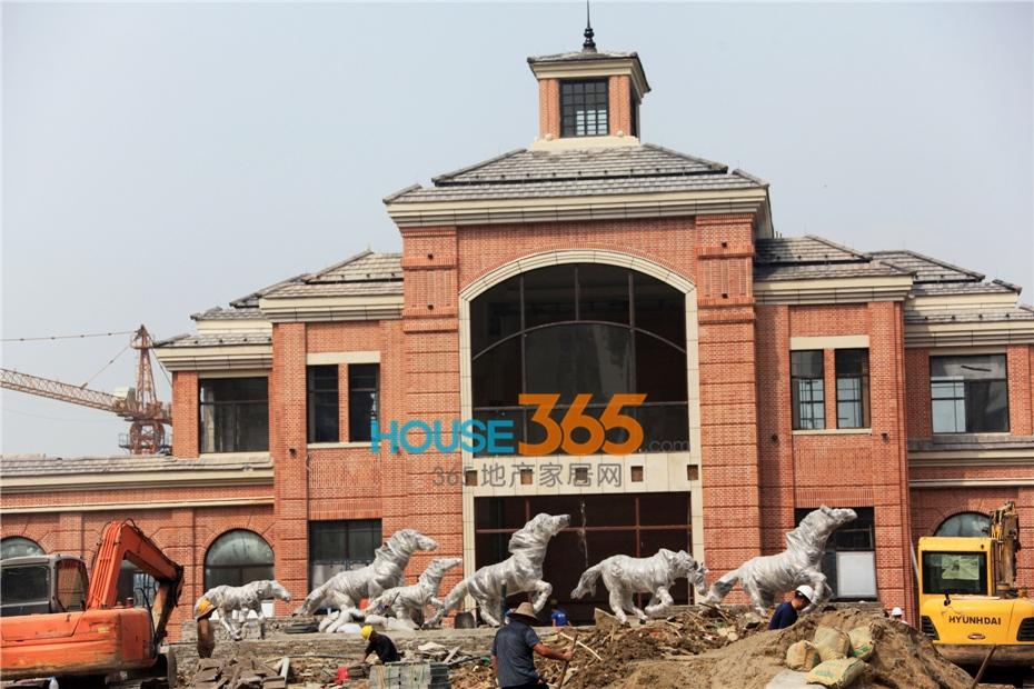 万科海上传奇售楼中心施工现场(2014.8摄)