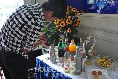 新华联梦想城周末活动 调酒师表演花式调酒