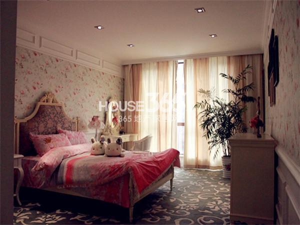 绿都万和城330㎡别墅样板间——卧室2