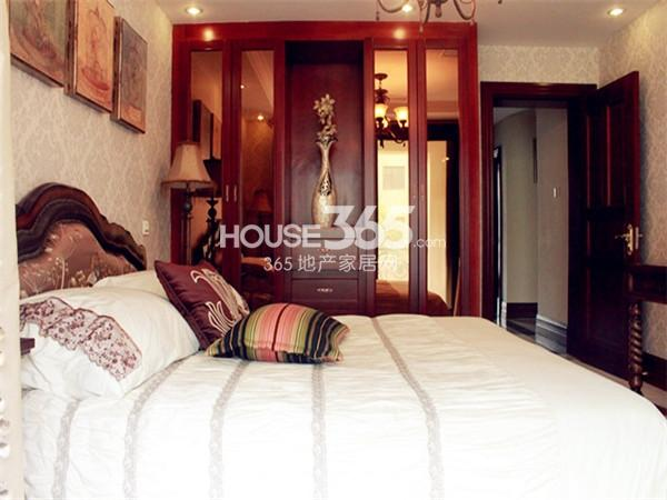 绿都万和城370㎡别墅样板间——卧室1