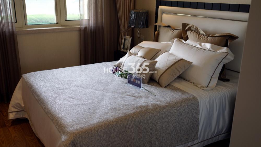 启迪方洲朗园F户型127㎡样板间——卧室