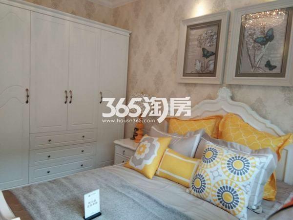 恒大翡翠龙庭113平米卧室样板间