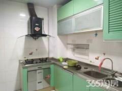 地铁口 精装三室两卫 家电齐全 拎包入住 看房随时