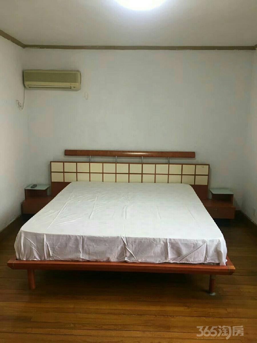 港宁园4室1厅1卫23平米合租精装
