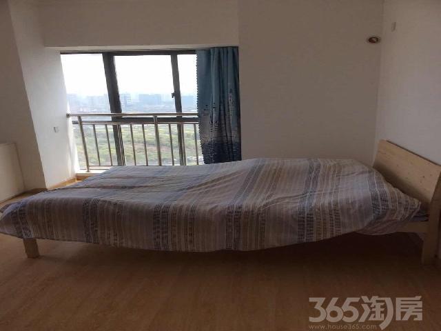 禾众精装公寓。带独立阳台,唯一一间,家具家电齐全,停车方便