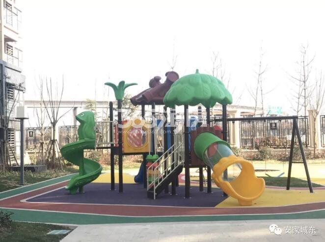 中垠紫金观邸儿童游乐设施实景图(3.27)