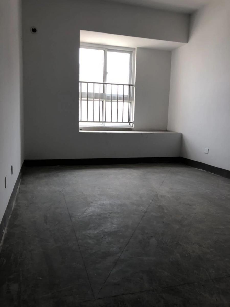 东方蓝海3室1厅1卫104.99平方产权房毛坯